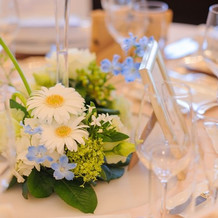 ゲストテーブルの生花の装飾