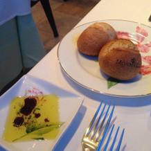 パンとオリーブオイルとバルサミコ酢。