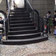 階段お降りるシーン。 素敵。
