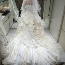 白色ドレスもフリフリからあります!