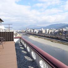 屋上テラス。晴れの日は鴨川が綺麗です!!