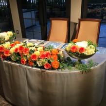 オレンジベースのお花使用