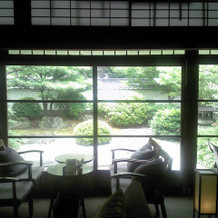 蘇山荘中庭を望む