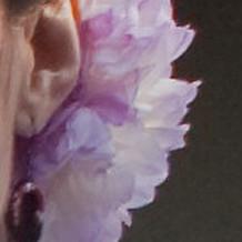 友人作の草履型ピアス。生花の髪飾に映えた