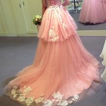 綺麗なレースのカラードレス