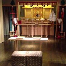 神殿(白神社の宮司様が執り行います)