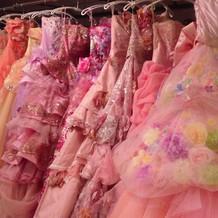 新作ドレス・人気のピンク色も豊富