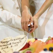 素敵なケーキにナイフを入れました♪