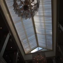 自然光が入る天井