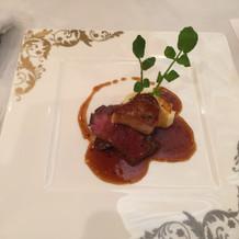 ソースの味の利いたフォアグラとお肉
