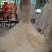後姿が美しいドレス