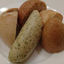 食事に合わせてパンも出されるそうです。