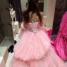 新婦 試着 薄いピンク ドレス