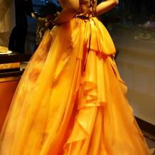 ドレスの色あてクイズ