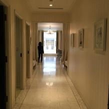 ゲストがエレベーターを出て見える風景