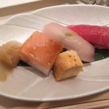 お寿司が特においしかったです。