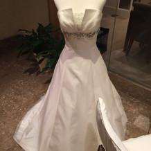 サロンのところに飾ってあったドレスです。