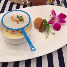 冷製スープとフォアグラ・トリュフコロッケ