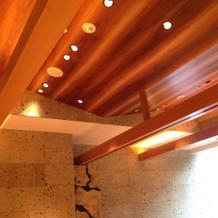 親族控え室天井