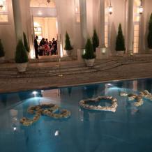 出入口のプール