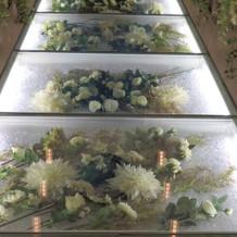 バージンロードのお花は季節で異なる。