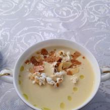 スープです。盛り付けがおしゃれでした。