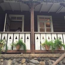 壁や窓がナチュラルで可愛いです