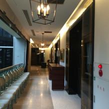 控え室前の廊下