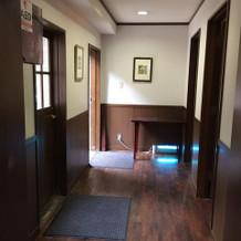 ゲスト控え室(お手洗いスペースへの廊下)