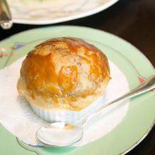 コンソメスープのパイ包み