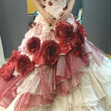ドレスを試着させていただきました。