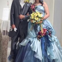 当日のカラードレス、タキシード