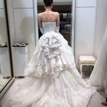 後ろ姿がゴージャスなドレスでした