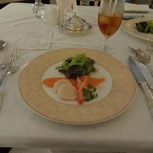 前菜。味は勿論、器のデザインも素敵でした