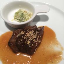ステーキはミディアムレアで柔らかいです。