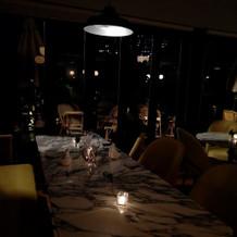 夜のレストランもすごく素敵。
