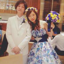 ドレスのカラーに合わせたブーケと花冠