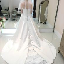 後ろのシルエットが綺麗なドレスでした