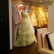 カラードレスもいっぱい。