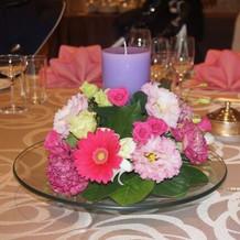 各テーブルのお花も要望に応えてくれる。