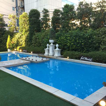 ガーデンにはプールも