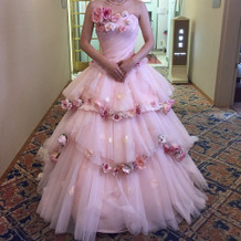 カラードレスも沢山あります。