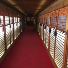 神社と連絡廊下で繋がってました。