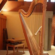 挙式のBGMはハープの生演奏