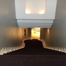 披露宴会場に行く途中の階段