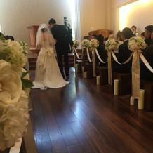 床がウッド調なのでドレスが引き立ちます。