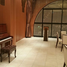 備え付けのピアノ