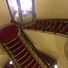 クラシックな雰囲気の階段