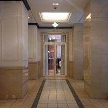 チャペル横の披露宴会場の入り口