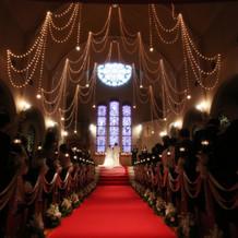 挙式中の大聖堂です。